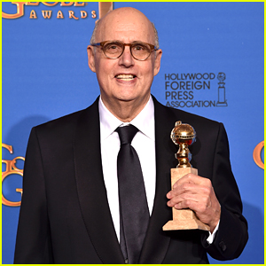 jeffrey-tambor-wins-his-first-golden-globe-for-transparent